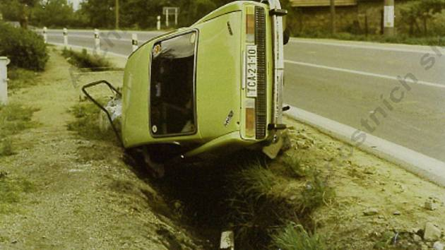 Kadrnožka. Vozidlo, ve kterém havaroval vrah. Snímky poskytl Slavomír Kozák