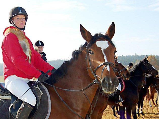 Role lišky připadla při devátém ročníku oldřichovské Hubertovy jízdy Gabriele Kulířové (na snímku)