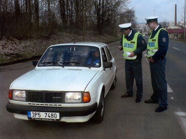 Policie kontrolovala přesnost rychloměrů.