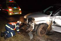 S lehkými zraněními vyvázla ve středu 19. listopadu večer řidička z Valašského Meziříčí z nehody, která se stala dva kilometry za Novou Hospodou směrem na Tachov.
