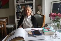 Alena Mrovcová přišla do Plané před necelými třiceti roky. Její dům je malou galerií.