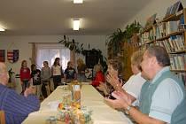 Svojšínští senioři se setkali v budově obecního úřadu. Zábavu jim zpříjemnili žáci tamní základní školy. Však jim také důchodci a ostatní hosté s chutí zatleskali