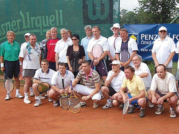 Účastníci tachovského tenisového turnaje.