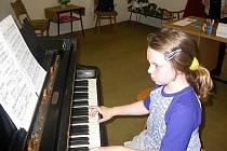 Už několik let se v malotřídce ve Svojšíně koná výuka na hudební nástroje