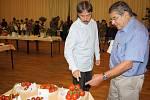 TRADIČNÍ ZAHRÁDKÁŘSKÁ výstava květin, ovoce, zeleniny, kaktusů a bonsají byla zahájena v pátek dopoledne ve společenském sále Mže v Tachově.