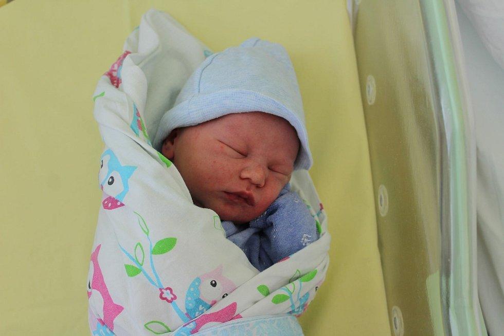 Michal Bebr (3590 g) se narodil 8. července ve 14:10 vplzeňské Mulačově nemocnici. Rodiče Rachel a Michal z Chodského Újezdu přivítali očekávaného syna společně. Doma se na brášku těšili Tobiáš (10) a Sofie (12).