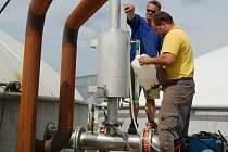 Provozovatel bioplynové stanice  ve Svojšíně chce pro odstranění zápachu udělat maximum. V areálu staví jímky, které firmu přijdou  na osmnáct milionů korun.