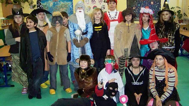 K tradiční oslavě masopustu se vrátili žáci Základní školy v Přimdě.