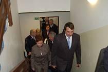 První kroky náměstka ministra vnitra Jaroslava Salivara (vpravo) i ostatních hostí vedly na prohlídku nového objektu.