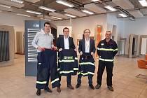 Sdružení dobrovolných hasičů dostalo nové obleky.