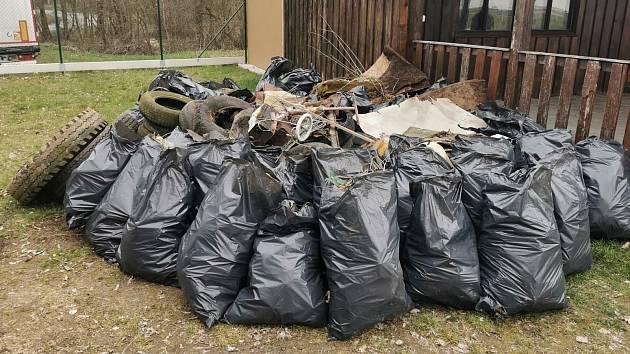 Výsledek brigády v obci Třemešné.