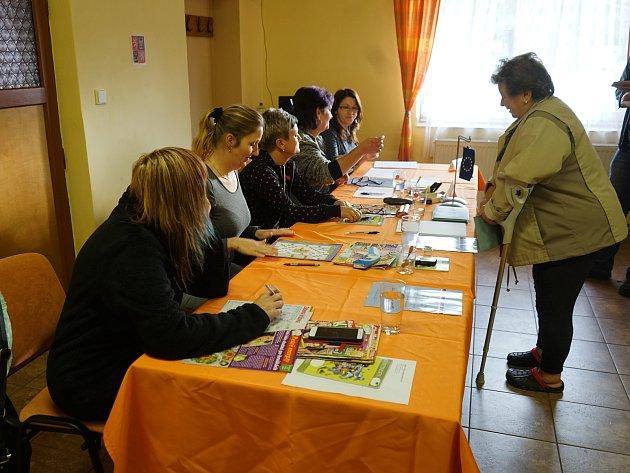 Volby se samozřejmě nevyhnuly ani vesnicím. Již od začátku se voliči kurnám dostavili také vobcích Horní Kozolupy a Slavice.
