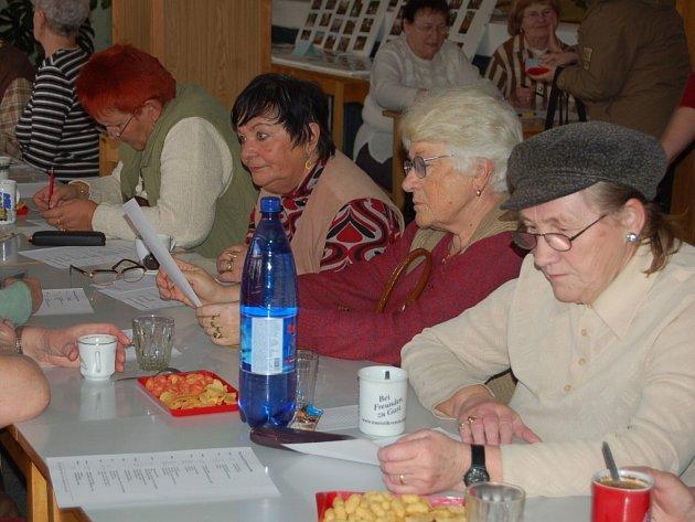 TACHOVSKÝ ODBOR KLUBU ČESKÝCH TURISTŮ navštěvují převážně ženy v seniorském věku. Muži jsou spíše výjimkou.