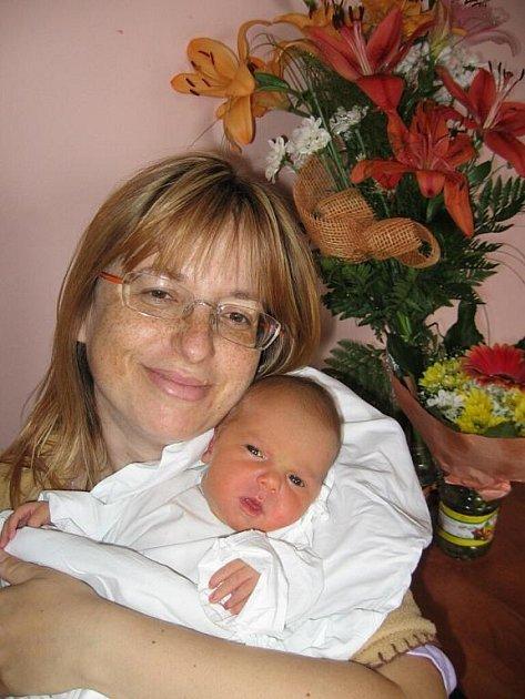 Šárce a Radkovi Chejnovským z Dlouhého Újezdu se 27. června v 18.08 hod. narodila dcera Sofie (3,24 kg/51 cm), na kterou se doma těší její dva sourozenci – Martin (12) a sedmiletá Anetka.