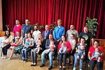 V Kostelci přivítali do života v obci osm nových občánků.