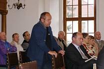 Podnikatelé chtějí parkoviště. Proto se zapojili do veřejné diskuze na květnovém zasedání zastupitelstva ve Stříbře.