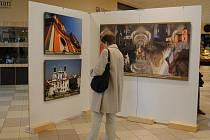 V pasáži chebského Intersparu je nově instalovaná výstava fotografií