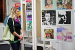 V Regionálním muzeu Kladrubska je k vidění sbírka obalů vinylových desek.