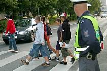 Na bezpečnost školáků dohlíželi včera policisté. Ti se hlavně zaměřili na křižovatky a přechody u škol. Do akce se v tachovském regionu zapojilo  šestnáct příslušníků dopravní a pořádkové policie.