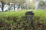 Poutní kostel sv. Anny a hřbitov v bývalém Pořejově.