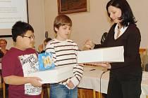 David Bui a Daniel Zemko byli na jednání zastupitelů v Plané oceněni za záchranu tonoucího chlapce.