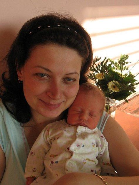 Janě a Michalovi Burešovým z Újezdu pod Přimdou se 28. prosince v 1.42 hod. narodila ve FN v Plzni druhorozená dcera Lucinka (2,85 kg/48 cm), na kterou se doma moc těší její tříletá sestřička Julinka.