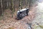 Po osmé ráno havaroval osobní vůz za Kateřinou v lese.
