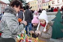 Celé nedělní odpoledne se na náměstí v Tachově konalo zábavné odpoledne se soutežemi a hrami. Vystoupili i žáci umělecké školy, zazpíval přípravný sbor sluníčko. Pak se rozzářil vánoční strom.