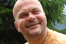 ROBERT ELVA FROUZ při jedné ze svých duchovních přednášek pro společenství, ve kterém se schází mladí lidé.