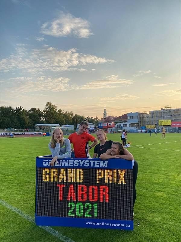 Atletky Stříbra na Velké ceně Tábora. Foto: TJ Baník Stříbro