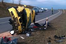 Řidička utrpěla při nehodě lehké zranění, seat je na odpis
