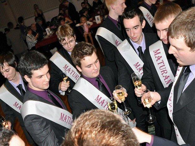 Do sezony maturitních plesů přispěli také studenti Střední průmyslové školy Tachov Světce.