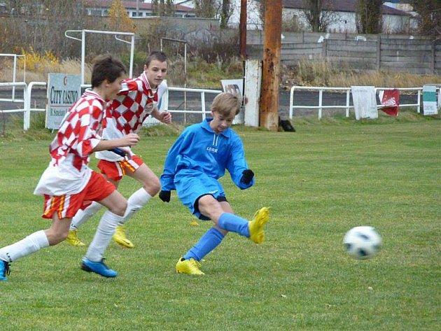 Starší a mladší žáci FK Tachov hráli na Smíchově, odkud přivezli tři body