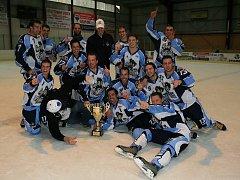 Pátý ročník mezinárodního hokejového turnaje v Tachově vyhrálo družstvo Fighting Brothers z kanadského Quebeku.