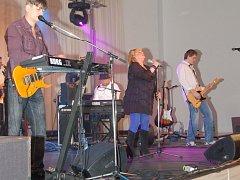 VĚRA ŠPINAROVÁ se skupinou Adama Pavlíka Band sklidila od publika obrovský potlesk.