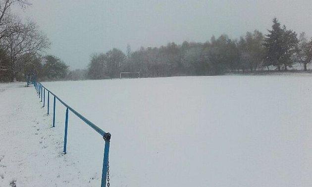 Takto vypadalo ve čtvrtek odpoledne hřiště v Lesné.