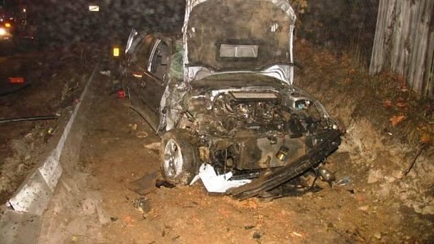 Při nehodě u Vysočan zemřeli v neděli po půlnoci dva lidé