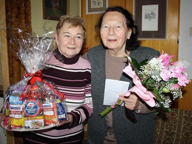Marie Vlasová (vpravo) se při oslavě svých devadesátin setkala také s Marií Mirtlovou, se kterou dlouhá léta spolupracovala v Klubu českých turistů