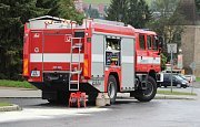 V Tachově zasahovali hasiči při likvidaci stovky metrů dlouhé ropné skvrny na komunikaci.