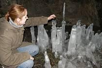 Kristýna Zachová obdivuje ledovou krásu.
