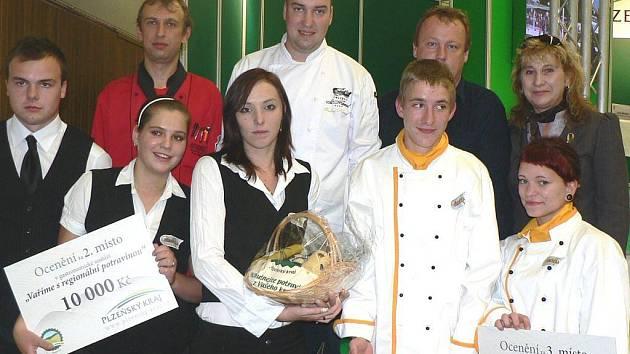 Z gastronomické soutěže si studenti Střední školy v Boru přivezli druhé a třetí místo za regionální dobroty.
