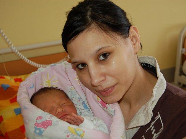 MAGDALENA BOŽENA Ivanová z Boru u Tachova se narodila v pondělí 25. března ve 22.45 hodin mamince Kateřině Ivanové a tatínkovi Martinovi Tokarovi. Rodiče věděli, že budou mít holčičku. Magdalenka vážila 2,85 kg a měřila 47 cm.