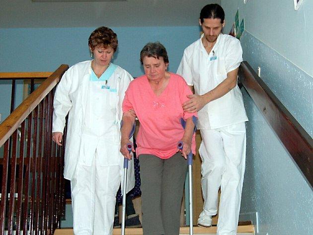 Nefungující výtah v Domově pro seniory v Kurojedech přidělává starosti nejen jeho obyvatelům, ale i personálu.