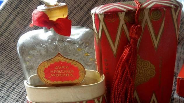 Parfém Krasnaja Moskva, který se objeví ve filmu Jan Palach.