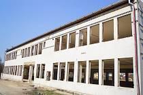 Z bývalé výpočetní budovy zbyl v dnešních dnech jenom pouhý skelet. Mnoho občanů Stříbra si oddychlo. Místo bylo bylo totiž oblíbeným centrem pro bezdomovce.