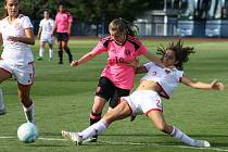 Španělky (v bílém) vyhrály v Tachově nad Skotskem 4:0.