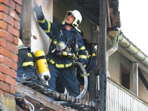 Matka se synem přišli o střechu nad hlavou.