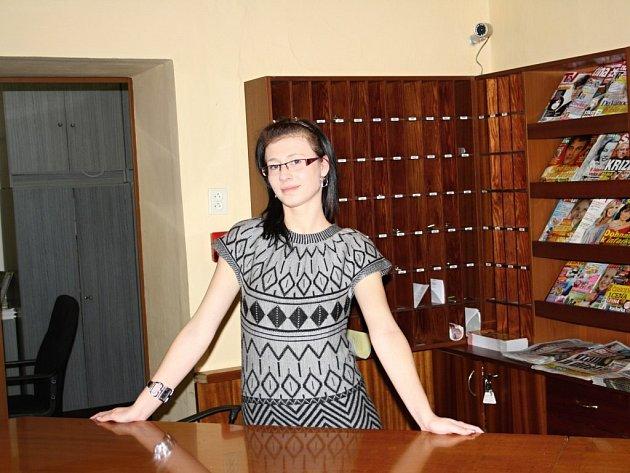 MONIKA HANÁČKOVÁ pracuje v Konstantinových Lázních jako recepční. Přistěhovala se sem za prací ze Sokolova. Nyní doufá, že jí práce ještě nějakou dobu zůstane.
