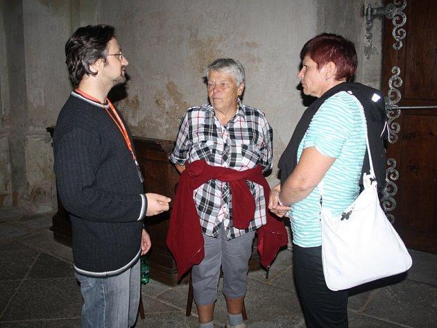 Žena na snímku uprostřed přijela do Kladrub až z Příbrami. Prohlídka kláštera na ni zapůsobila.