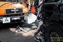 Nehoda dvou nákladních vozů.